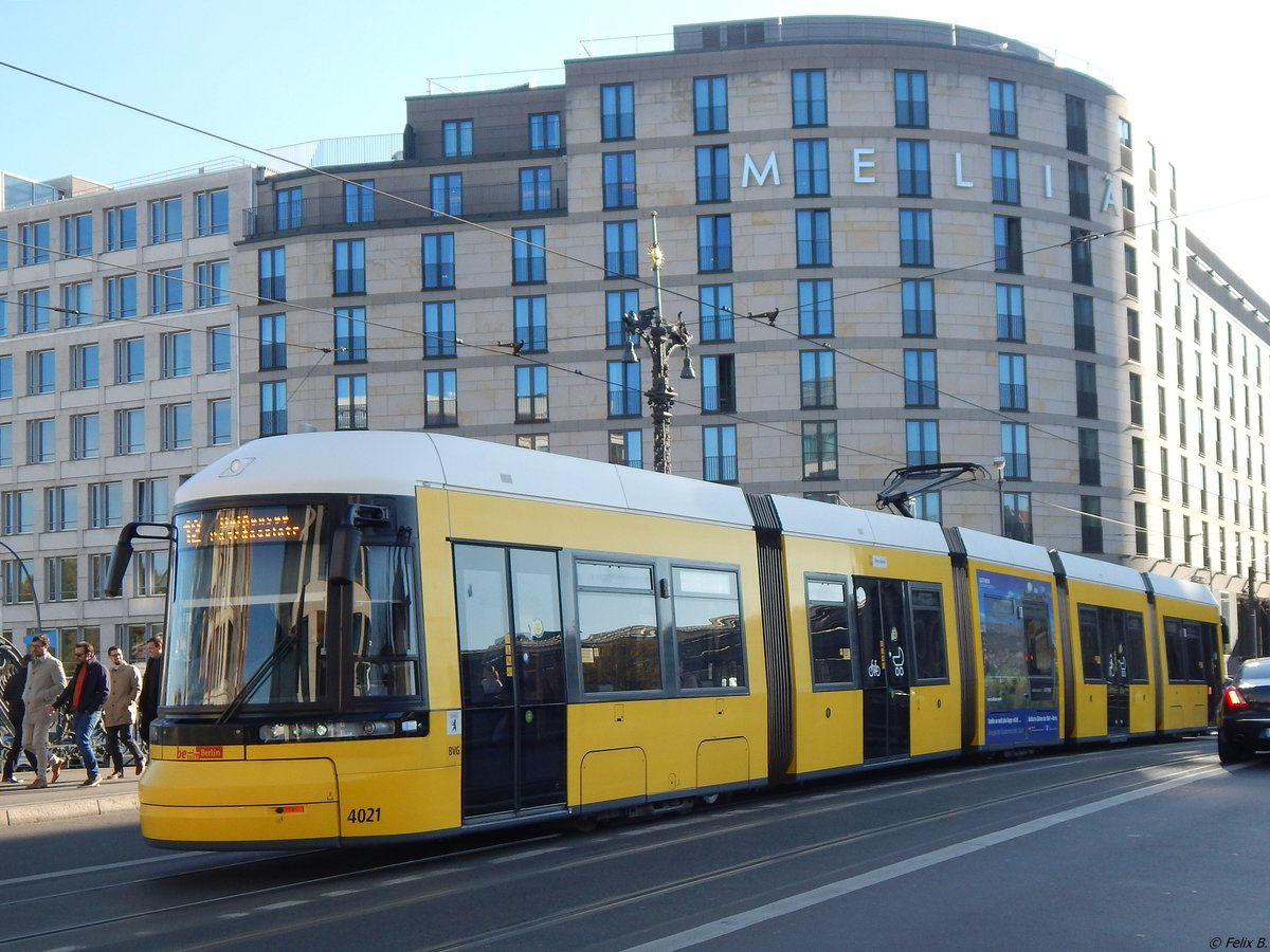 Flexity Nr. 4021 der BVG in Berlin.